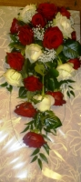 BR7 RED AND IVORY ROSE ELEGANT SHOWER BOUQUET